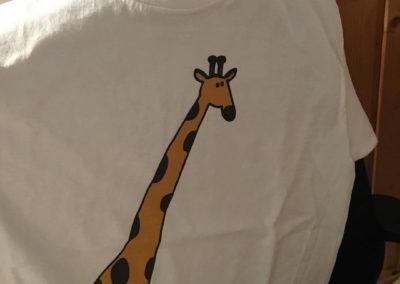 Egyedi grafika TéJé Grafika zsiráf póló